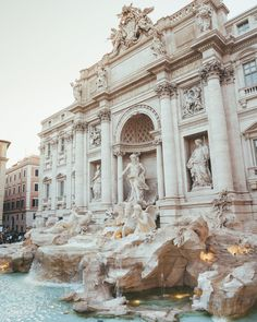 trevi fountain in rome, italy Nature Architecture, Baroque Architecture, Beautiful Architecture, Beautiful Buildings, Beautiful Places, Renaissance Architecture, Ancient Architecture, Architecture Design, Beautiful Pictures