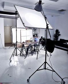 Pin by on photo ideas photo studio, photography, studio lighting. Photography Studio Setup, Photography Lighting Setup, Lighting Setups, Still Photography, Photo Lighting, Studio Lighting, Photography Camera, Light Photography, Advertising Photography