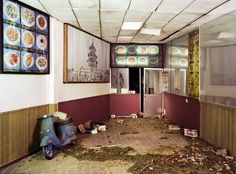 Chinese Take Out micro apocalyptic scenes created by photographer Lori Nix  http://www.dazeddigital.com/artsandculture/article/21008/1/welcome-to-the-dolls-house-for-fatalists