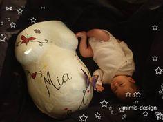babybauch gipsabruck, erst ein foto vom bauch machen, dann vom abdruck und dann alle paar monate mit dem baby daneben.... baby 2 weeks old