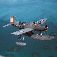 Vought Kingfisher U. Navel Air Base in Bermuda 1942 Amphibious Aircraft, Ww2 Aircraft, Military Aircraft, Us Navy Aircraft, Flying Boat, Ww2 Planes, Vintage Airplanes, Aviation Art, Kingfisher