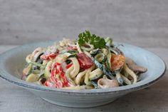 Ohhhh wat heb ik vandaag genoten van deze kruidenkaas courgetti!! Gemaakt met kruidenroomkaas, champignons, tommies van Tommies Snackgroenten en ander lekkers! Pasta Recipes, Low Carb Recipes, Salad Recipes, Healthy Recipes, College Meals, Zucchini Pasta, Love Food, Healthy Eating, Healthy Food