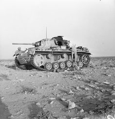 THE BRITISH ARMY IN NORTH AFRICA 1942 Australian troops inspect a knocked-out German PzKpfw III, Ausf. L (Sd.Kfz. 141/1) (turret nr. 143) near Tel-el-Eissa, 23 July 1942. Creator: Knight (Lieut), No. 1 Army Film & Photographic Unit. Source: © IWM (E 14741)