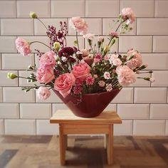 Caroline Piegel_Flores e Decor (@asfloristas) • Fotos e vídeos do Instagram Planter Pots, Floral, Instagram, Design, Decor, Decoration, Flowers, Decorating