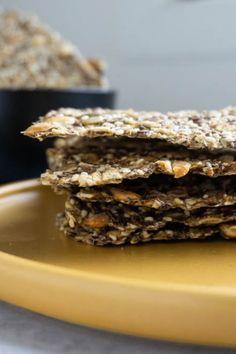 Knekkebrød med rug, havre og frø - SMAK by Rita Bread, Rugs, Desserts, Food, Farmhouse Rugs, Tailgate Desserts, Deserts, Brot, Essen