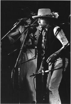 "In Howard Sounes' book, Down the Highway: The Life of Bob Dylan, after witnessing the audience's responses to Dylan's band performing Desire's songs months before the album's release, Scarlet was quoted as saying, ""There wasn't a moment of question mark on the audience's face."" I would imagine it would be more like smiles in exclamation after witnessing the amazing string work of one Scarlet"
