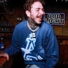 post malone wallpaper List of top pics of some of the best hiphop and rap artists. New and old pictures from artist such as Drake , Nicki Minaj , xxxtension , 21 Savage , Gucci Ma Post Malone Lyrics, Post Malone Quotes, Popular Rappers, Post Malone Wallpaper, Rap Albums, Top Pic, Love Post, Gucci Mane, Rae Sremmurd