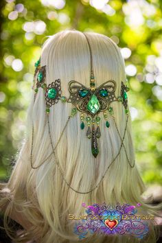 Emerald Goddess Circlet Make a entrance to remember in this exquisite bronze toned circlet. A large styli Emerald Goddess Circlet Make a entrance to remember in this exquisite bronze toned circlet. A large stylized butterfly flourish design Coachella, Head Jewelry, Body Jewelry, Mode Baroque, Accessoires Photo, Circlet, Fantasy Dress, Fantasy Jewelry, Tiaras And Crowns