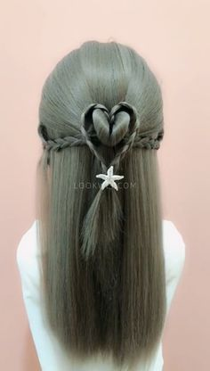 In today's article we will offer you a few win-win options, we will present hairstyles for the summer for long and medium hair lengths. Elegant Hairstyles, Ponytail Hairstyles, Medium Hair Styles, Curly Hair Styles, Girl Hair Dos, Hair Upstyles, Heart Hair, Aesthetic Hair, Little Girl Hairstyles