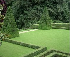 A detail of the Italianate formal gardens of Villa Agnelli in the countryside outside Turin. Designed by Russel Page. Via www. villas.viatraveldesign.com.