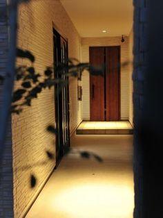 長いアプローチが奥行きを感じさせてくれる玄関空間実例! #玄関#タチ基ホーム#名古屋#愛知#デザイン住宅#健康住宅#注文住宅#自由設計#新築#architecture#建築
