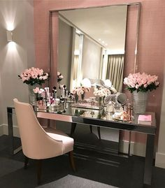 30 Modern Makeup Table Ideas to Complete Your Dream Room What's Makeup ? What's Makeup ? Sala Glam, Cute Room Decor, Vanity Decor, Ikea Vanity Table, Glam Room, My Room, Bedroom Decor, Modern Bedroom, Master Bedroom