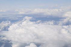 flächige Wolken so weit das Auge reicht  Flächige Gebilde kommen bei verschiedenen Wolkengattungen vor.