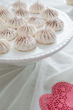 Suspiritos (besitos de merengue)   La Cocina Dominicana de Tía Clara