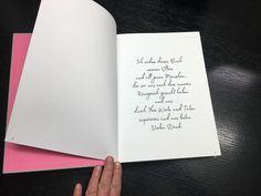A Look-, Feel-  Reading Book  Dieses Buch entstand durch eine Reise nach Südafrika. 12 Etappen durch 4 Länder im Süden Afrikas. 12 Kapitel mit Fotos, 12 Kraftworte mit gesammelten Texten und Zitaten. Dazu malerische Umsetzungen in color field painting oder lyrical abstraction. African, Cover, Pictures, Voyage, Book, Quotes