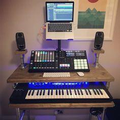 The best DJ setup for beginners to perform like pro's - GlobalDJsGuide Hip Hop Dj, Pioneer Ddj, Dj Speakers, Dj Pro, Dj Headphones, Midi Keyboard, Dj Setup, Professional Dj, Dj Gear