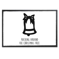 Fußmatte Druck Weihnachtsglocke aus Velour  Schwarz - Das Original von Mr. & Mrs. Panda.  Die wunderschönen Fussmatten von Mr. & Mrs. Panda sind etwas ganz besonderes. Alle Motive werden von uns entworfen und konzipiert und jede Fussmatte wird von uns in unserer Manufaktur selbst bedruckt und liebevoll an euch verschickt. Die Grösse der Fussmatte beträgt 50cm x 70cm.    Über unser Motiv Weihnachtsglocke  Weihnachten ist eine besinnliche Zeit im Kerzenglanz und Glockenläuten. Unsere…