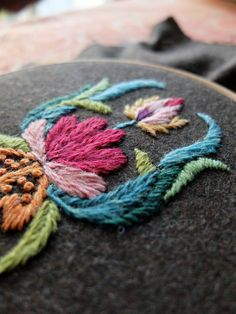 "From the blog : ""Rêve de Souris"", wool embroidery"