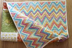 love the zigzags on the back of this quilt.