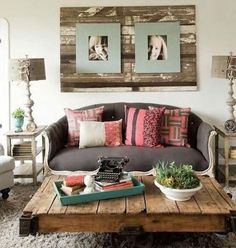 Shabby chic living room decor ideas, inspiration and photos with shabby chic furniture, paint colors, home decor accessories, fabrics and textures for the ultimate living room. Shabby Chic Decor Living Room, Shabby Chic Homes, Shabby Chic Furniture, Rustic Furniture, Furniture Vintage, Industrial Furniture, Vintage Industrial, Pallet Home Decor, Pallet Furniture