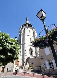 L'église Saint-Jacques d'Illiers-Combray est l'un des points centraux du chef-d'œuvre de Marcel Proust,.? - photos quentin reix ; https://translate.google.com/translate?sl=auto&tl=en&js=y&prev=_t&hl=en&ie=UTF-8&u=http%3A%2F%2Fwww.lamontagne.fr%2Fauvergne%2Fmag%2Fculture%2Flivres-bd%2F2015%2F08%2F20%2Fsur-les-traces-de-marcel-proust_11545225.html&edit-text=