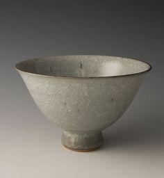 """Young Jae Lee, Pointed Bowl, feldspathic glaze, stoneware, 4.5 x 7 x 7"""""""