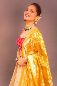 is oozing a lot of glamour in this pretty number . Blonde Bob Cuts, Curly Blonde, Bollywood Celebrities, Bollywood Fashion, Ankita Lokhande, Saree Look, Short Curly Styles, Curly Bob Hairstyles, Tv Actors