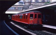 Ealing Common: District Line train 1974 Old London, West London, London Underground Train, District Line, Tube Train, Walsall, British Rail, London Transport, Mansions Homes