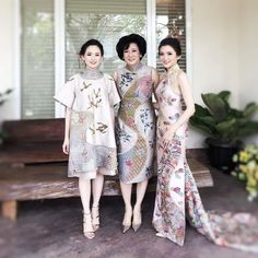 Beautiful ladies in custom embroidered #adriangancheongsam inspired by traditional Japanese art.