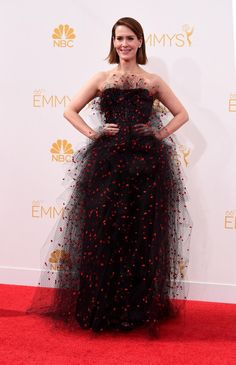 MISS - Sarah Paulson  in a Armani Prive black tulle gown with red sequins. What was she thinking? Dust bunny !