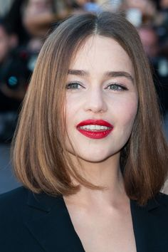 Emilia Clarke at the Dior Spring 2016 show. http://beautyeditor.ca/2015/10/13/best-beauty-looks-hailee-steinfeld