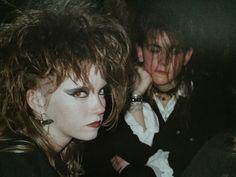 """Mélanie & Maïté, Midnight club (?), Genève, 1989. """"C'est la musique qui nous réunissait, nous nous déplacions partout pour voir des concerts, pour aller à des fêtes, et les week-ends où il n'y avait rien à faire on s'organisait des soirées où on écoutait et parlait musique toute la nuit."""""""