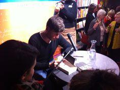 Signierstunde: Schauspieler Tim Bergmann las MAX Bronski DER TOD BIN ICH und signierte danach! Dankeschön :)