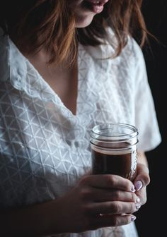 Hot chocolate is like spaghetti sauce: everyone thinks their recipe is the BEST. Smoothie Drinks, Smoothie Recipes, Smoothies, Chocolate Shavings, Hot Chocolate, Yummy Drinks, Healthy Drinks, Solution Gourmande, Chocolat Lindt