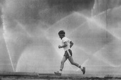 How Neuroscientists Explain the Mind-Clearing Magic of Running Research in neuroscience shows a solid link between aerobic exercise and cognitive clarity. People Running, Running Man, Running Training, Trail Running, Squat, Cardio, Health And Wellness, Health Fitness, Mental Health