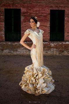 vestidos de flamenca blanco roto
