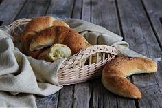 V kuchyni vždy otevřeno ...: Rohlíky bez kynutí Bagel, Pasta, Bread, Baking, Food, Oven Recipes, Brot, Bakken, Essen