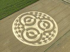 Triple agujero de gusano en un crop circle alemán