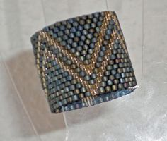anillo realizado con delicas Miyuki