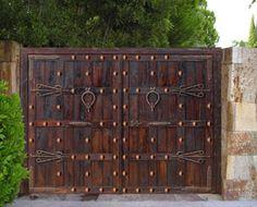 PORTON CLASICO - Puertas rusticas, puertas de madera, puertas antiguas, portones de madera, puertas de exterior, decoracion rustica, puertas de entrada, puertas de calle, puertas artesanas, puertas artesanales