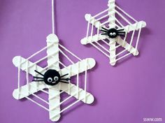 Tinker spider - 60 crawly Halloween decoration ideas for yourself .- Spinne basteln – 60 krabbelige Halloween Deko Ideen zum Selbermachen Halloween spider tinker with web - Kids Crafts, Halloween Crafts For Kids, Halloween Activities, Holidays Halloween, Craft Stick Crafts, Toddler Crafts, Preschool Crafts, Fall Crafts, Holiday Crafts