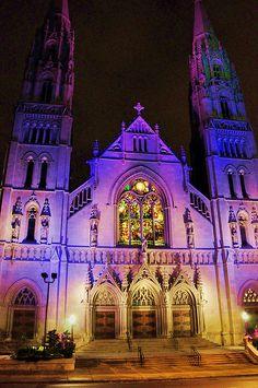 Cuando viví en Pgh, vivía muy cerca de aquí. Me encanta recordar aquellos tiempos... (St. Paul's Cathedral, Pittsburgh, PA ~ Photo by charness, via Flickr)