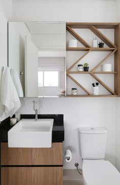 5 Ideas to Create a Minimalist Bathroom Design - Decor Real White Minimalist Bathrooms, Minimalist Bathroom Design, Minimalist Room, Bathroom Design Small, White Bathrooms, Luxury Bathrooms, Master Bathrooms, Dream Bathrooms, Small House Decorating
