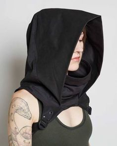 Crisiswear Rogue Cowl MKII - Hooded Adjustable Cyberpunk Style Black Poly Cotton Accessory Unisex Style Mens Womens One Size Goth Hoodie - Cosplay - Slip unnoticed into the shadows with the Rogue Cowl. Made from heavy duty cotton twill and accented - Moda Cyberpunk, Cyberpunk Fashion, Cyberpunk Clothes, Fashion Victim, Estilo Unisex, Gothic Mode, Style Noir, Cool Outfits, Fashion Outfits