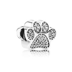O Charm Patinha Pet é inovador e deixará seu bracelete glamouroso, eternize os momentos inesquecíveis com seu animal de estimação!