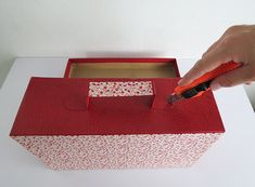Mini Cardboard Suitcase | Repurpose your old shoe boxes and make this cute cardboard suitcase. #diyready www.diyready.com