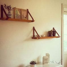 Min handyman har lavet fine hylder #bolig #handmade #kähler #vissevasse #homemade #diy #home #læderhylde #læderrem #træ #wood #træhylde #instahome #boligindretning #boliginspiration #danishdesign #handyman #lyngby