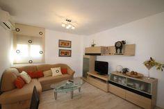 Hemos bajado su precio! AHORA 178.000 € Fantástico apartamento en el centro de Moraira, ven a visitarlo. Te encantará. Montesinos Falcón Real Estate Agents.