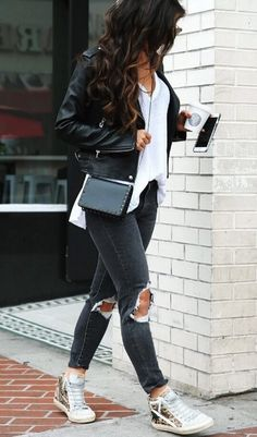Possibly the easiest of all street style ensembles, we simply adore the combination of ripped skinny jeans, leather jacket and trainers.#winteroutfits #winterfashion
