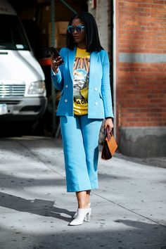 It's Baaack: 'Tis The Season For Street Style #refinery29 http://www.refinery29.com/2017/09/171405/new-york-fashion-week-street-style-spring-2018#slide-41